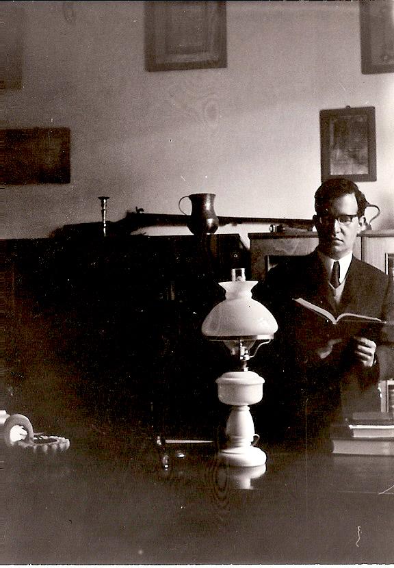 1971 Στο γραφείο του